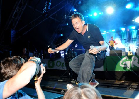 Blur-at-Glastonbury-2009-02